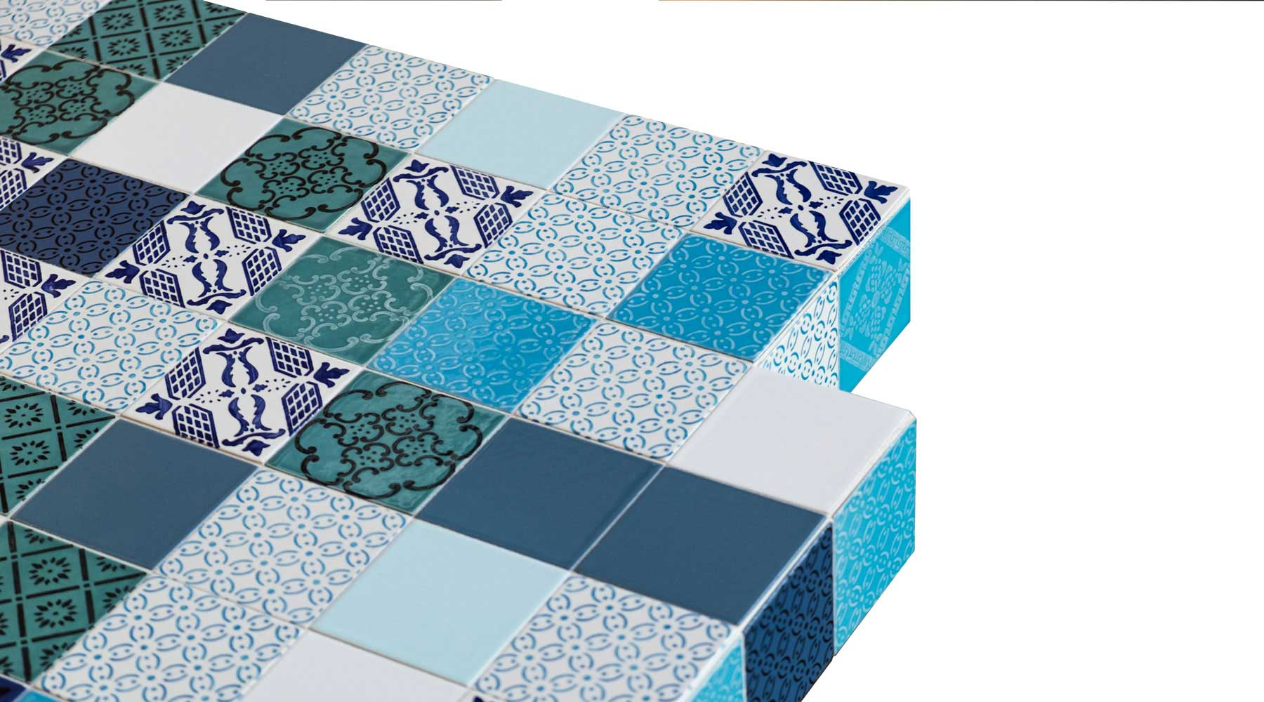 Tavolo con piastrelle in ceramica dipinta a mano lago madeterraneo